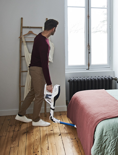 Flex vacuum cleaner in action
